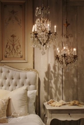 vintage-french-soul-im-in-love-with-the-idea-of-two-mini-chandeliers-hung-together-for-impact-the-shadows-set-such-a-lovely-mood (1)