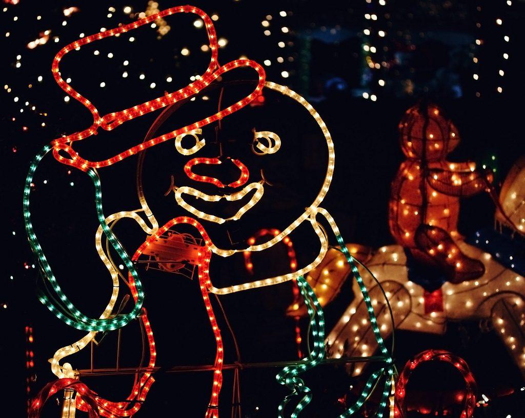 Kreatywne oświetlenie świąteczne